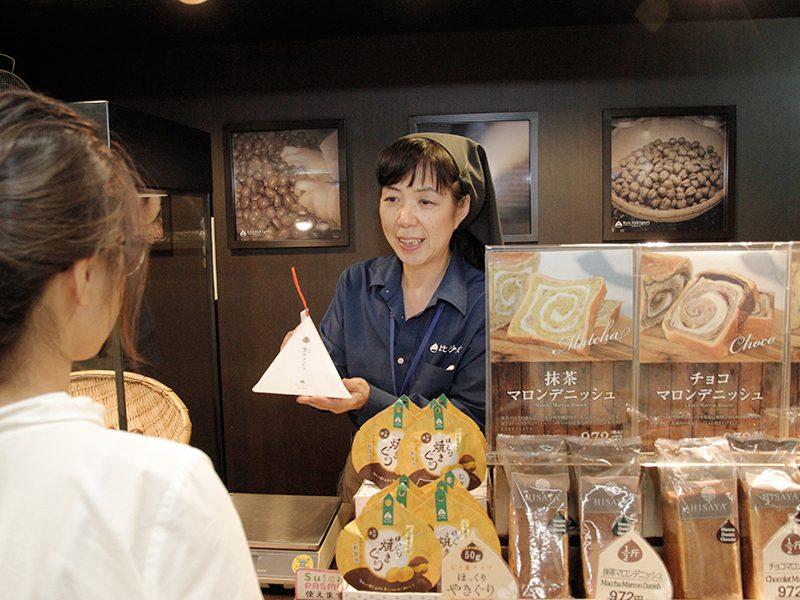 場所柄、ビジネスマンや秋葉原に向う外国人のお客様が多いとのこと。